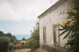 This cottage was just before the foot of the trail leading to Faial Da Terra